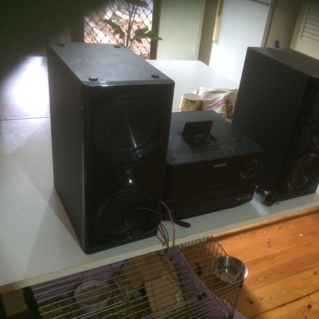 Phillips Speakers/iPad,iPod & iPhone Dock