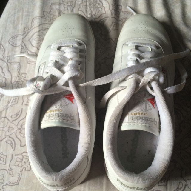 selling my Authentic Reebok from uk