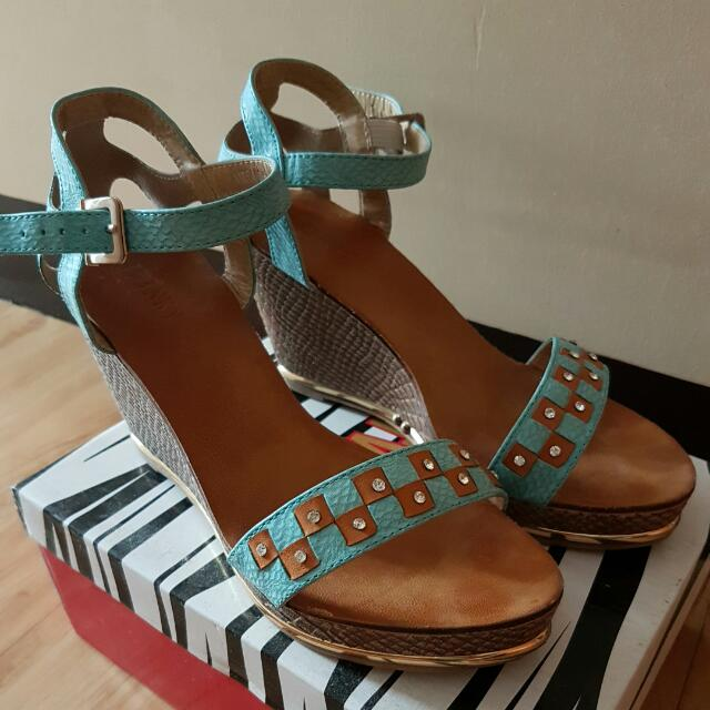 Twinky Wedge - Repriced