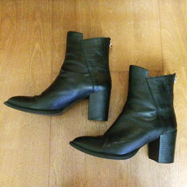 Zara厚根黑色靴子