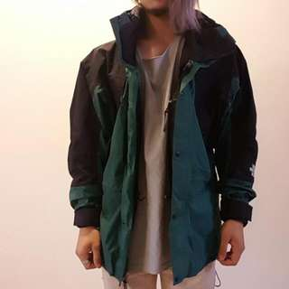 . North Face Goretex Jacket In Green & Black VINTAGE