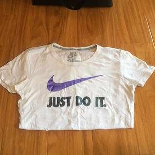 Nike Women's Shirt 🚚