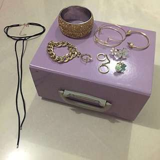 Assorted Fashion Accessories