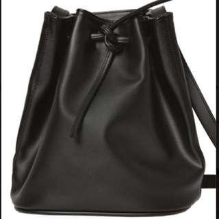 Bucket Bag Black (tas bucket)