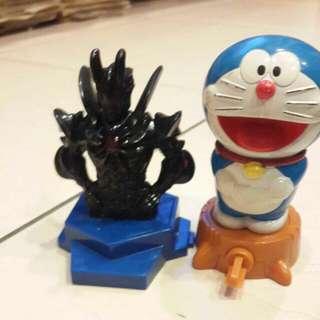 哆啦A夢和帥氣公仔