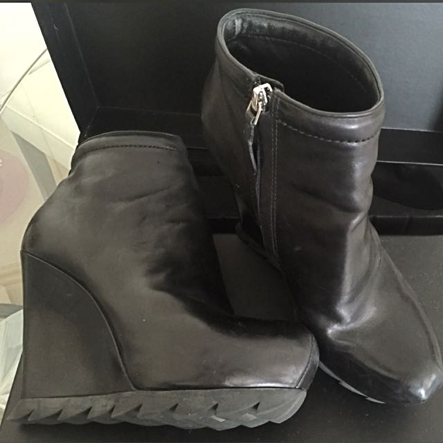 95% New Camilla Sxovgaard Black Leather Boots