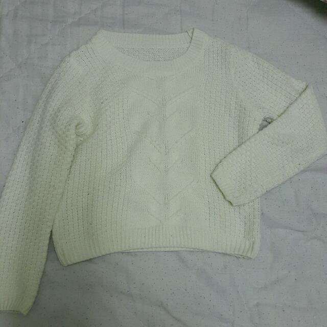 短版白色毛衣