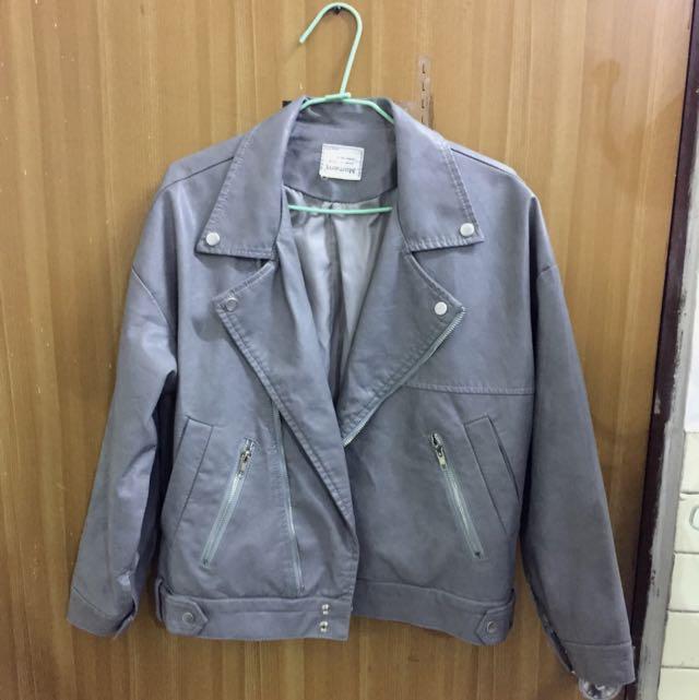 灰色皮外套