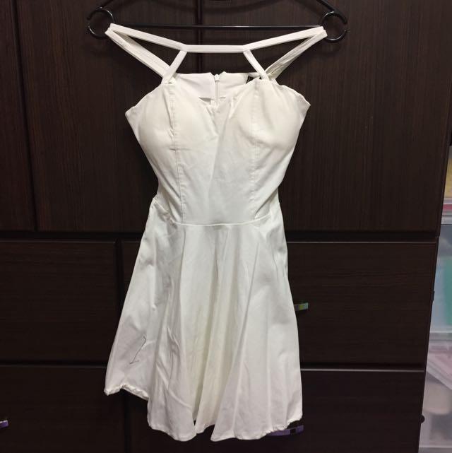 胸口造型白色洋裝