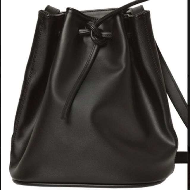 Bucket Bag Black (tas bucket)