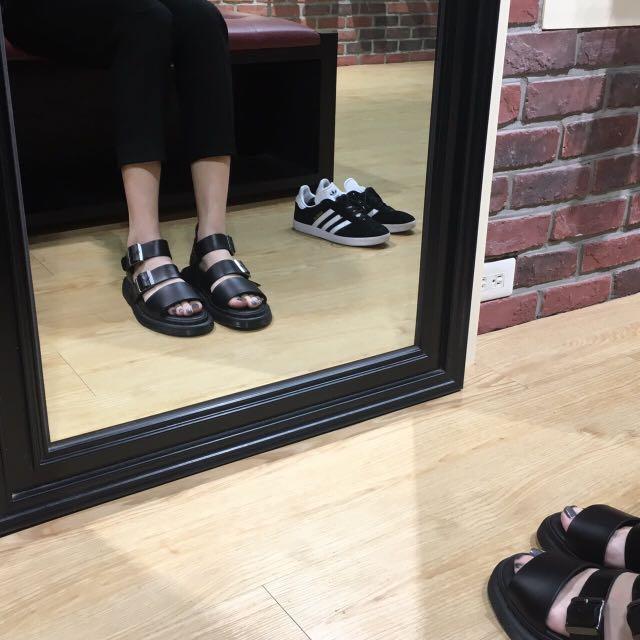 Dr.Martens 涼鞋