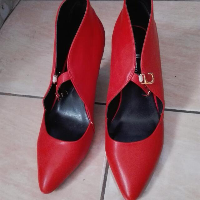 exull brand high heel red shoes