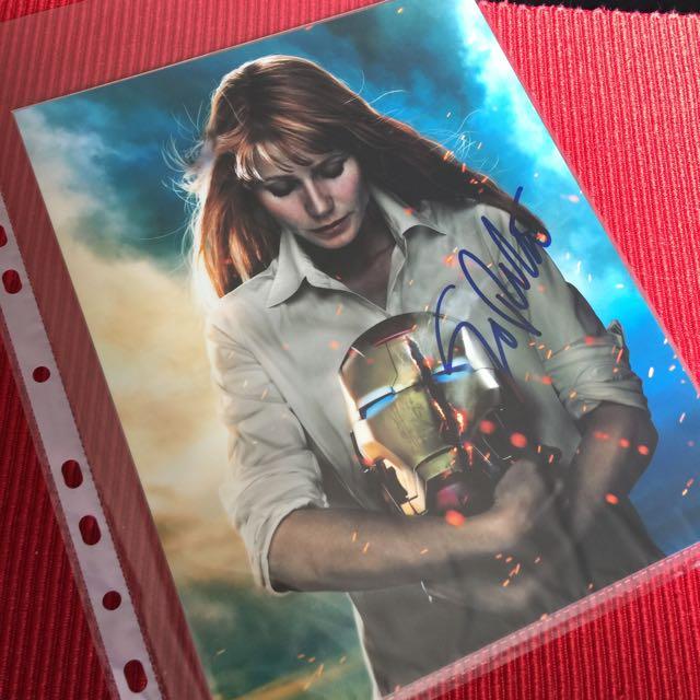 Gwyneth Paltrow 8X10 Autograph Headshot