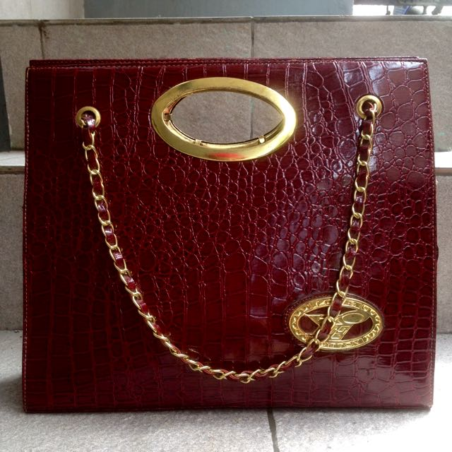 Louis Vuitton Bag // Maroon