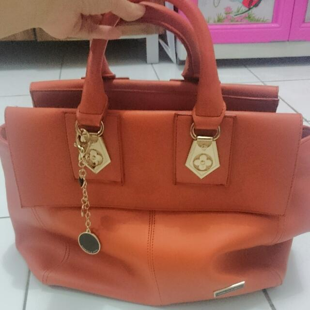 Tas Formal Charles&Keith KW Super Orange