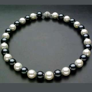 "10mm Cultured Pearl Black And White 18"" Necklace"