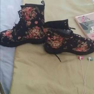 Size 8 Black Floral Boots