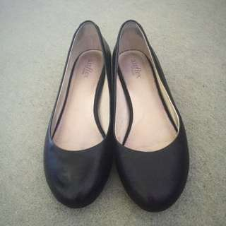 Airflex Black Leather Flats