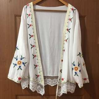 白色刺繡罩衫