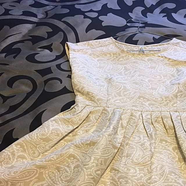 Ally White And Cream Paisley Dress Medium