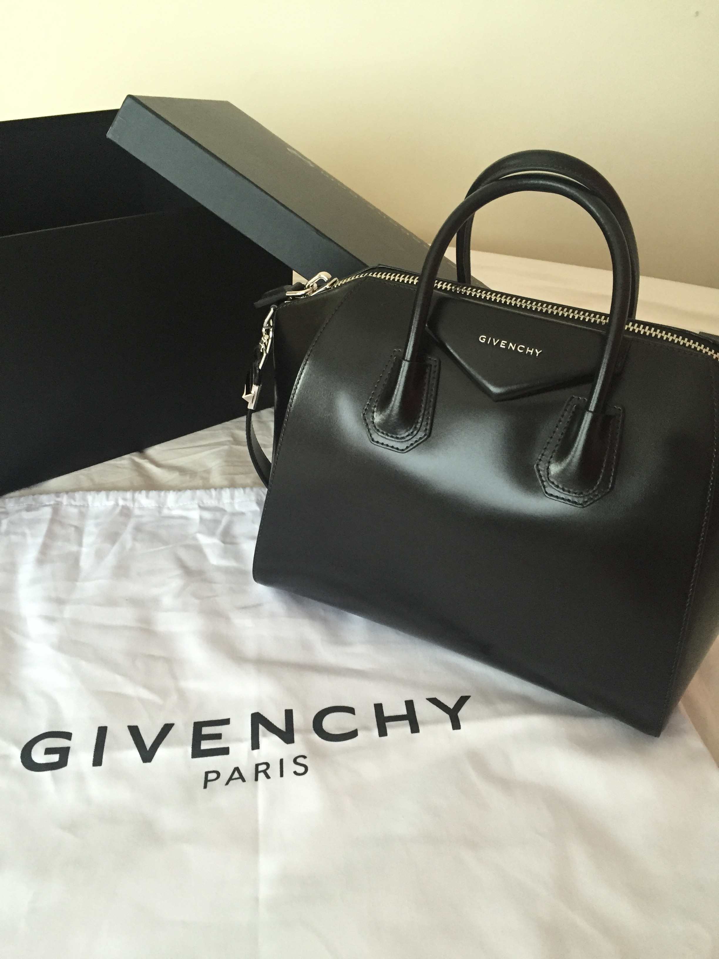 Givenchy Antigona - Medium REEBONZ purchase
