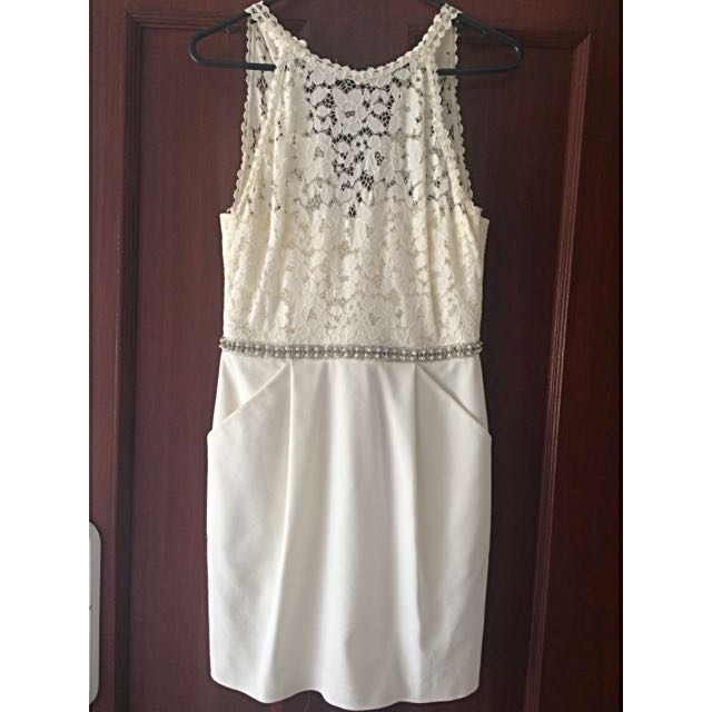 *REDUCED* Lace Halter Neck Formal Forever New Dress