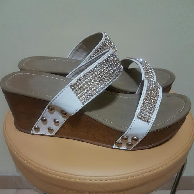 Preloved Fladeo Wedges Sandals e65eeb95a2