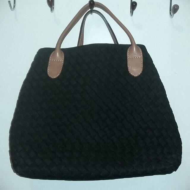 *Preloved* Webe Tote Bag Grade Ori Size : Medium Black Colour