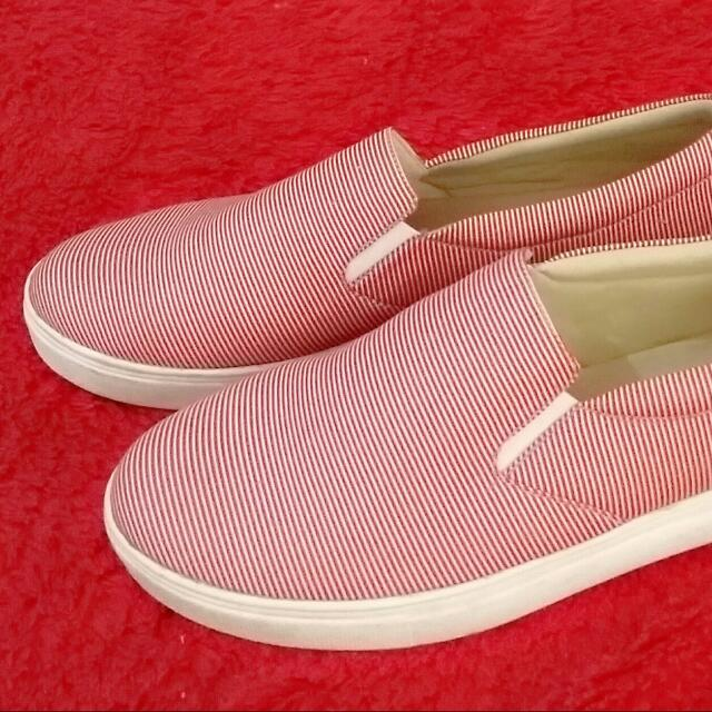 Slip On Garis Merah Ukuran 40