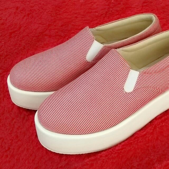 Slip On Platform Merah Garis Ukuran 38