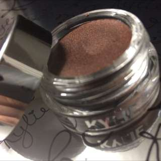 Kylie Jenner Creme Shadow in Golden globes Plum