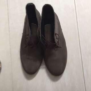 Suede boyfriend shoes