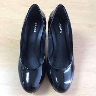 ZANEA Closed Shoes (Black)