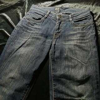 後面口袋不低調的牛仔褲