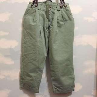 綠色吊帶七分褲