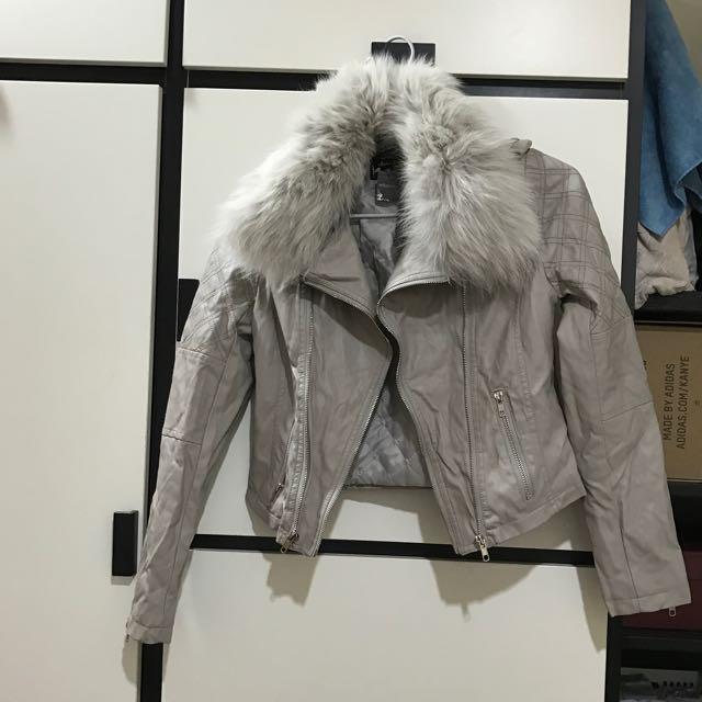粉膚色皮外套