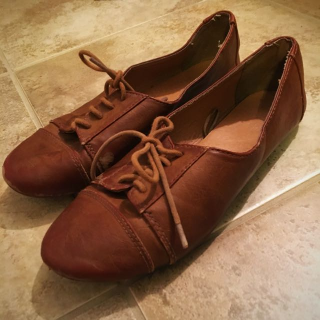 Adorable Oxfords Size 5