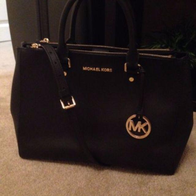 AUTHENTIC Michael Kors Sutton bag LARGE - black