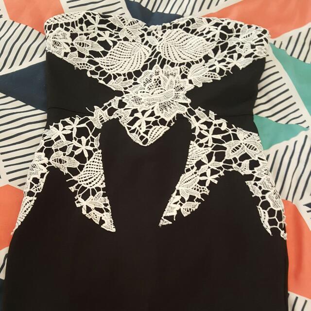 BNWT Showpo Strapless Dress Size 12