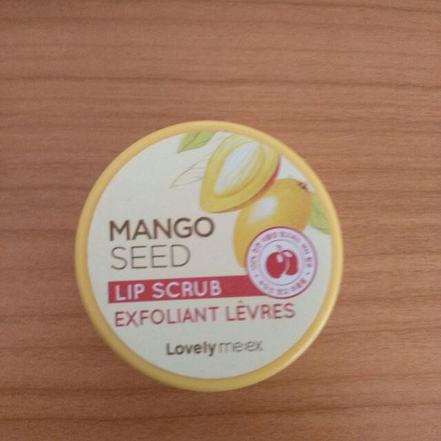 "Mango Seed Lip Scrub ""The Face Shop"" Korea.."
