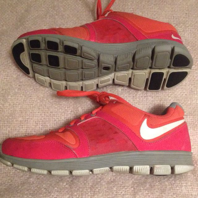 Nike Free Motion Fit Size 6.5