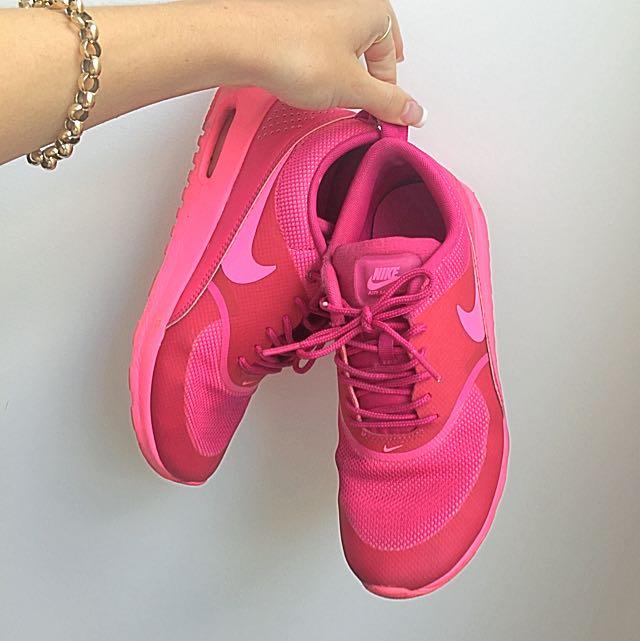 Nike Triple Pink Theas