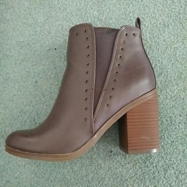 Size 6 Dark Brown Boots