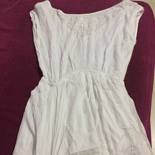 white dress ( bisa untuk outer bikini )
