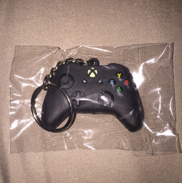 Xbox One Controller Keychain, Toys & Games, Video Gaming