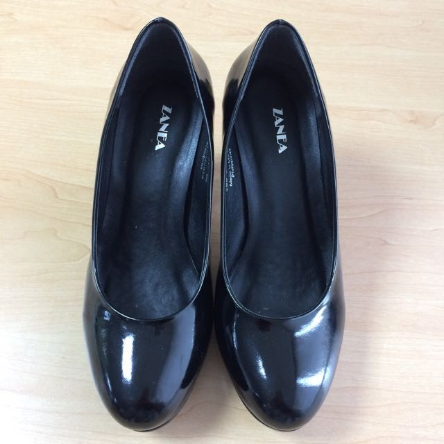ZANEA Closed Shoes (Black)