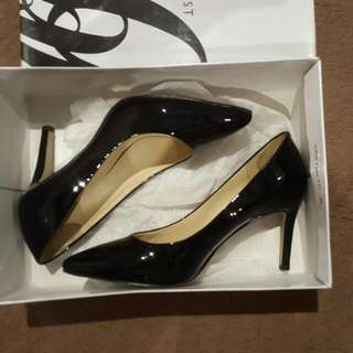 Nine West Black Patent Leather Points Size 6