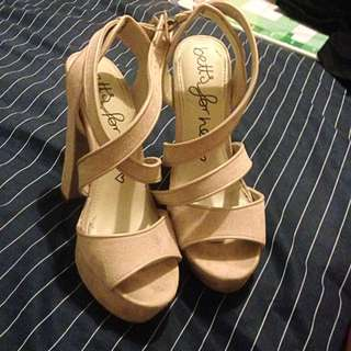 Betts nude Heels Sz7