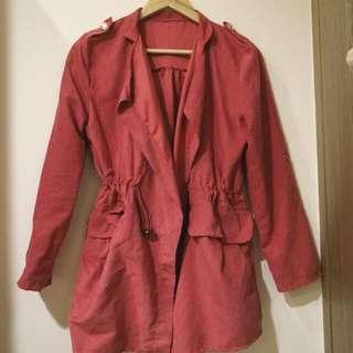 莓果色蜜桃絨軍裝抽繩風衣外套