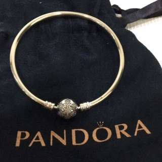 Pandora限量雪花硬手環